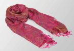 rozowy szal jedwabny z orientalnym wzorem