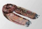 wielokolorowy szal jedwabny z orientalnym wzorem