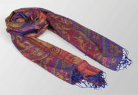 fioletowy szal jedwabny z orientalnym wzorem