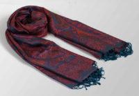 granatowy szal jedwabny z orientalnym wzorem