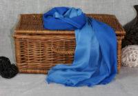niebieski cieniowany szal z bawelny
