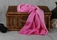 różowy cieniowany szal z bawelny
