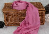 rozowy cieniowany szal z bawelny