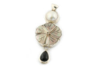srebrna zawieszka z onyksem i perła